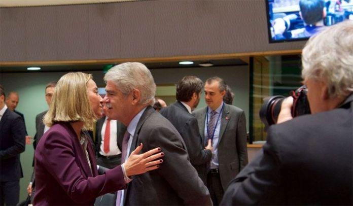 Europa decreta embargo de armas a Venezuela y sanciones selectivas a los chavistas