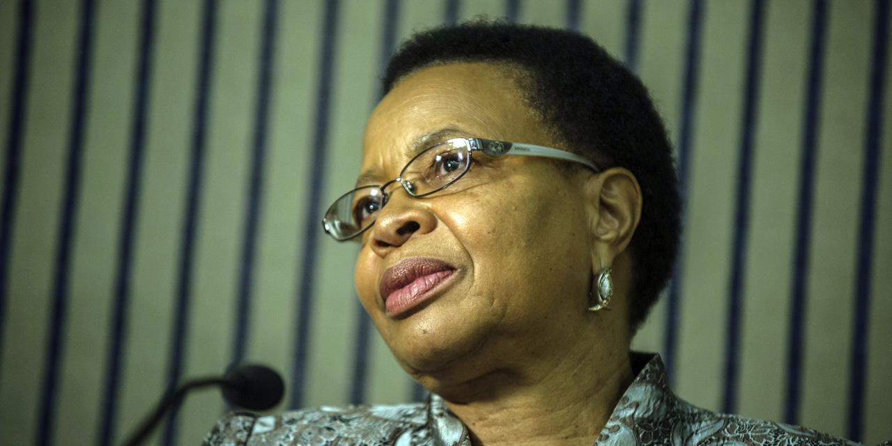 AFRIQUE DU SUD : la veuve de Mandela envisage de porter plainte contre l'ancien médecin de son mari