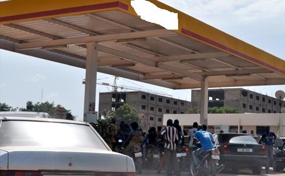 RUEE VERS  LES STATIONS-SERVICES : aucune interruption dans l'approvisionnement du pays en carburant, rassure  le  ministère en charge des transports