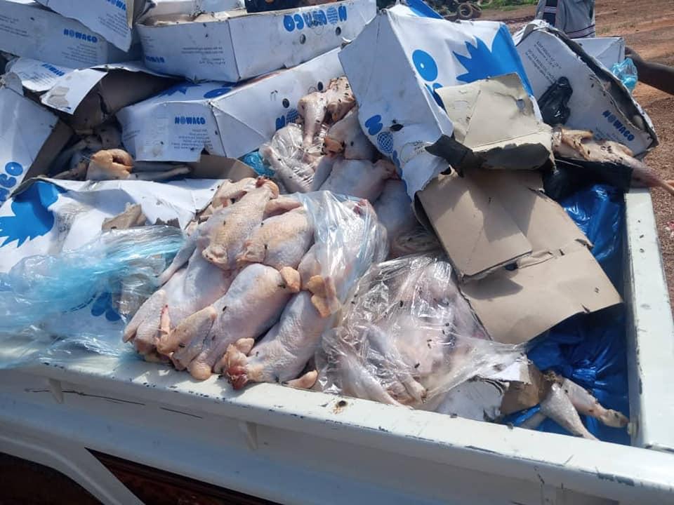 BURKINA: 1,5 tonne de poulets et poissons avariés, saisie et incinérée