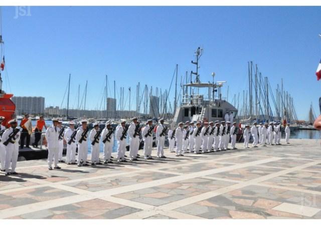 une-partie-des-troupes-composees-de-l-escadrille-des-sous-marins-nucleaires-d-attaque-de-la-base-aeronavale-de-hyeres-de-la-brigade-des-marins-pompiers-de-marseille-1468864476