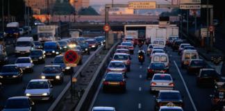 Paris, moteurs à essence et au diesel