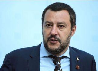 """Matteo Salvini voit des """"esclaves africains"""" à travers les migrants"""