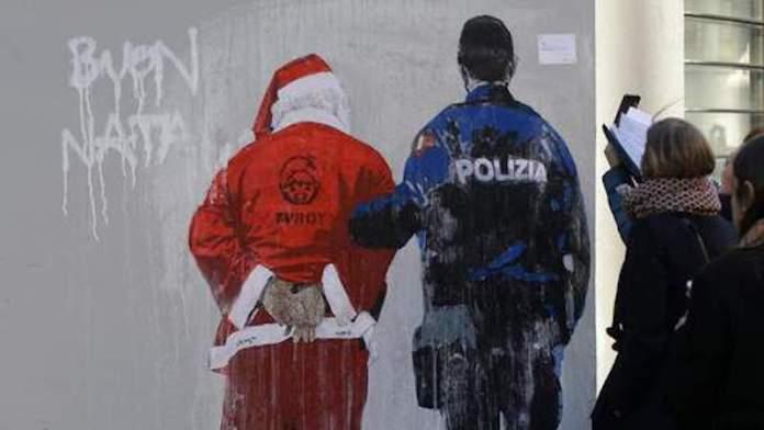 Un enfant appelle la police contre le père Noël