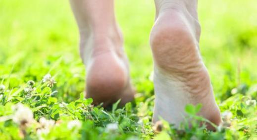 marcher_pieds_nus_cest_bon_pour_la_sante