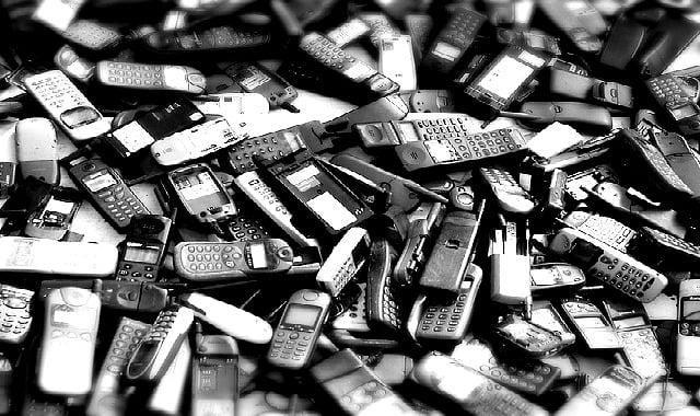 Stop à la sur-consommation de téléphone : La réparation plutôt que le rachat