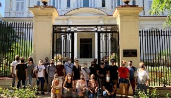 Viceministro se reúne con artistas que protestan frente al Ministerio de Cultura