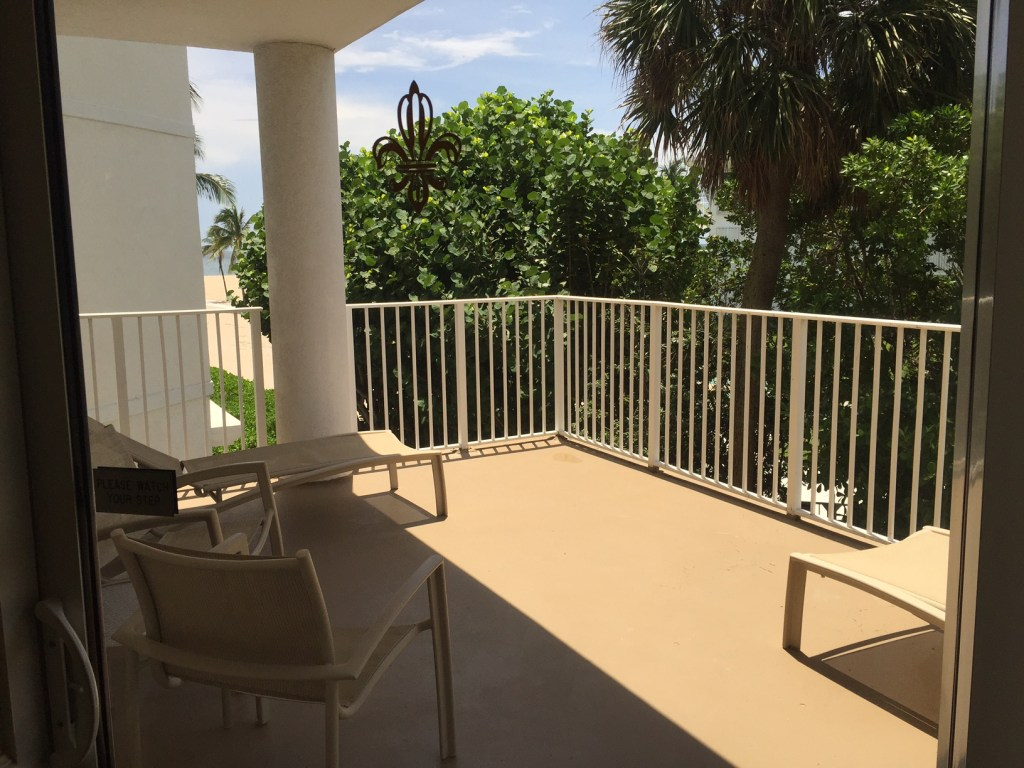 Lago Mar Beach Resort Fort lLauderdale Florida | Acupful.com travel blog | Mandy Carter travel writer | Florida travel blogger | Fort Lauderdale Hotels | Family Friendly hotels in FOrt Lauderdale | Ft Lauderdale beach vacation