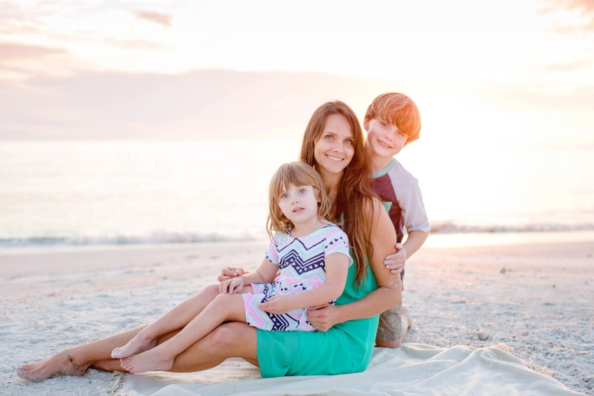 Tips for Mommy and Me Photos   Family photo tips   Family beach photos   SWFL Family Photographer Ashley Danielle   Acupful.com   SWFL beach photo sessions   Florida family photographer   successful photo shoot with kids