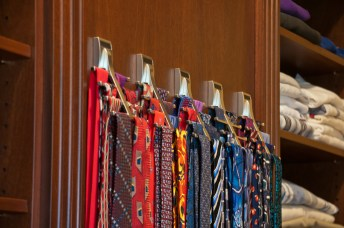 610 tie rack close up