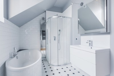 Classic bathroom with beveled mirror - A Cutting Edge Glass and Mirror of Las Vegas