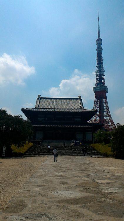 増上寺の本殿と東京タワー