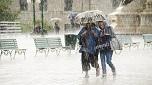 Đau khớp mùa mưa lạnh: Chủ quan dễ gây tàn phế!