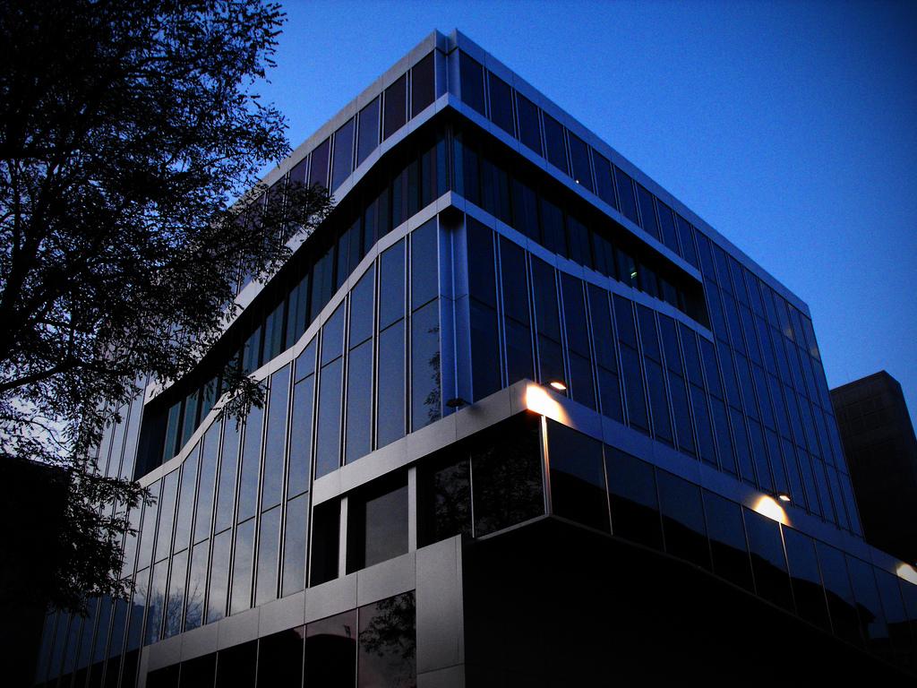 1311691811-netherland-embassy-courtesy-of-flickr-cc-license-nathanbushdesigns.jpg (1024×768)