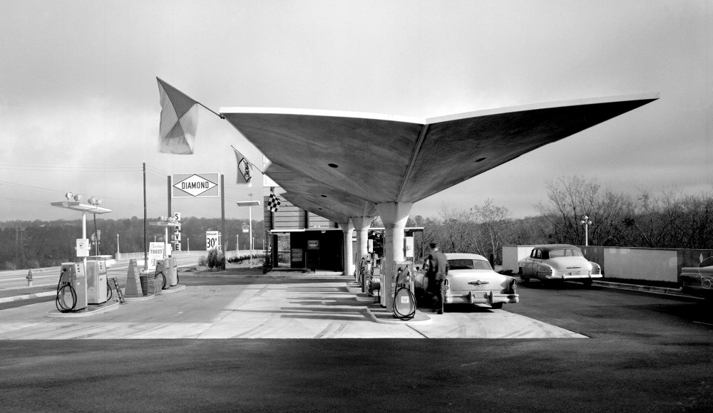 Diamond Gas Station, ca 1950s, location unknown Diamond Gas Station, ca 1950s, location unknown © Pedro E. Guerrero, Courtesy Edward Cella Art+Architecture