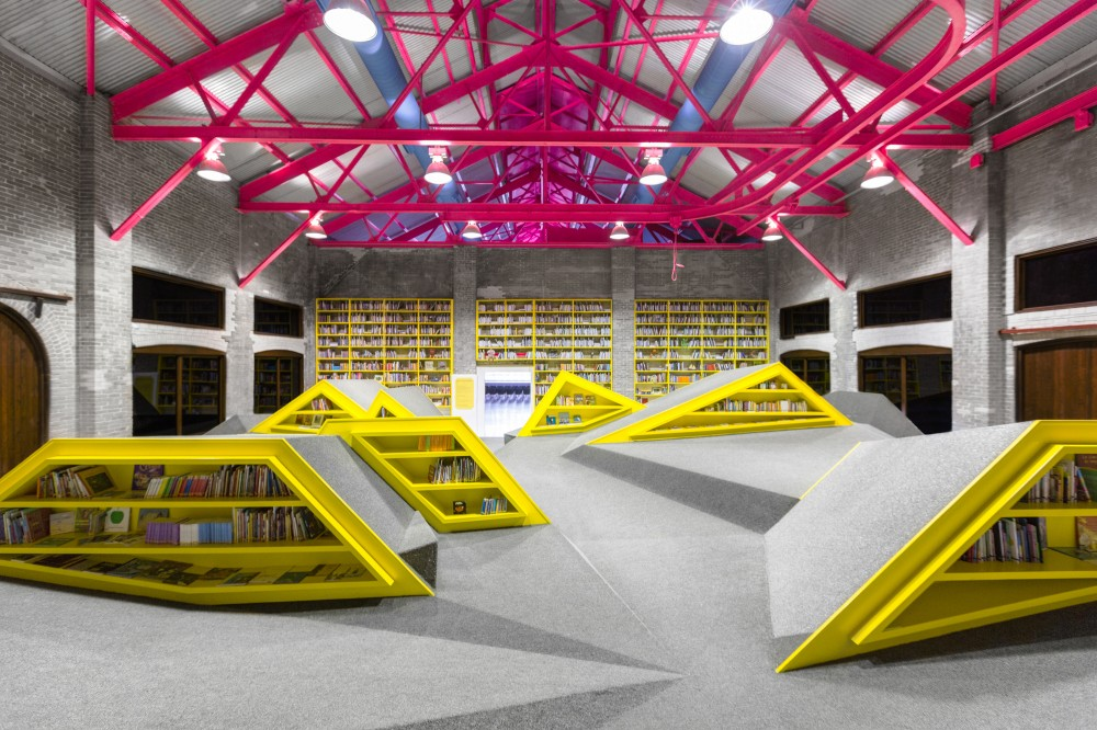 Conarte library with mountains of shelves for books