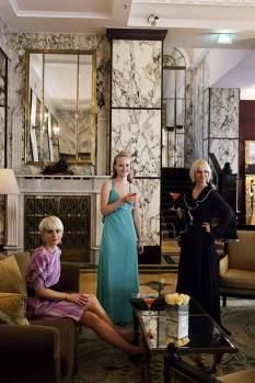 Gebrauchtanweisung: Mit ungewöhnlicher Secondhandmode sind Andreja Latinović (l.) und Radmila Grba (r.), hier im Hotel Esplanade, erfolgreich.