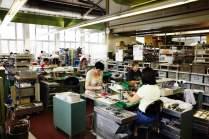 Handarbeit: Bei dem Schweizer Unternehmen liegt die Jahresproduktion von Taschenmessern, Taschenwerkzeugen und Haushaltsmessern bei rund 26 Millionen Exemplaren