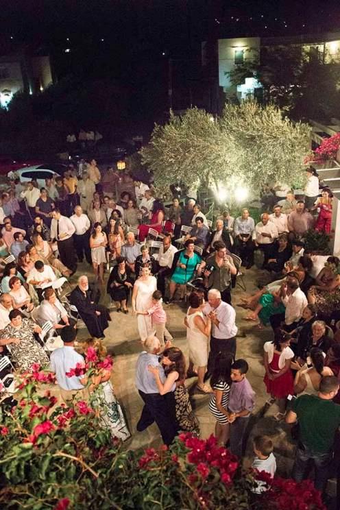 ... so feiern die 700 Gäste bis in die Morgenstunden.