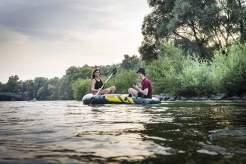 Isarflimmern: Mit dem Schlauchboot auf Romantikkurs.