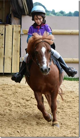 cavaliere-a-poney-2