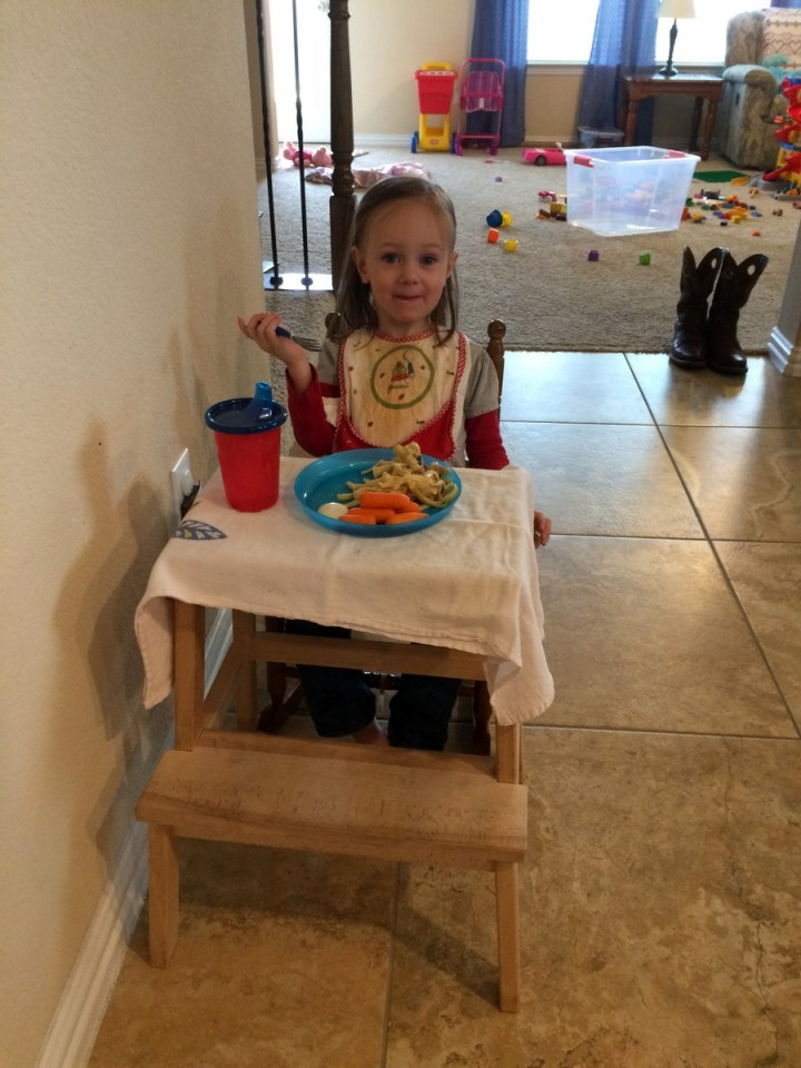 07 Eliza at her little table
