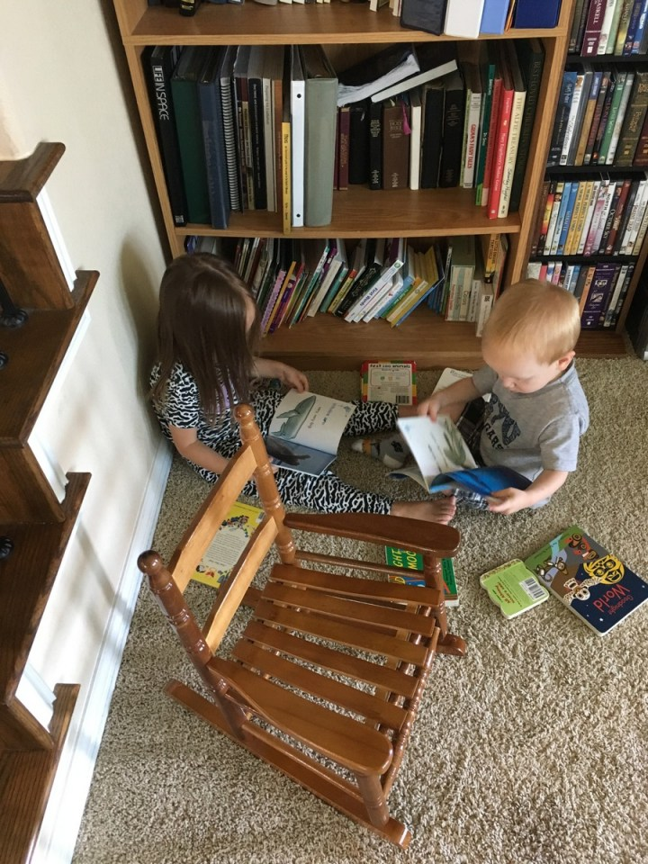 05 Kids reading