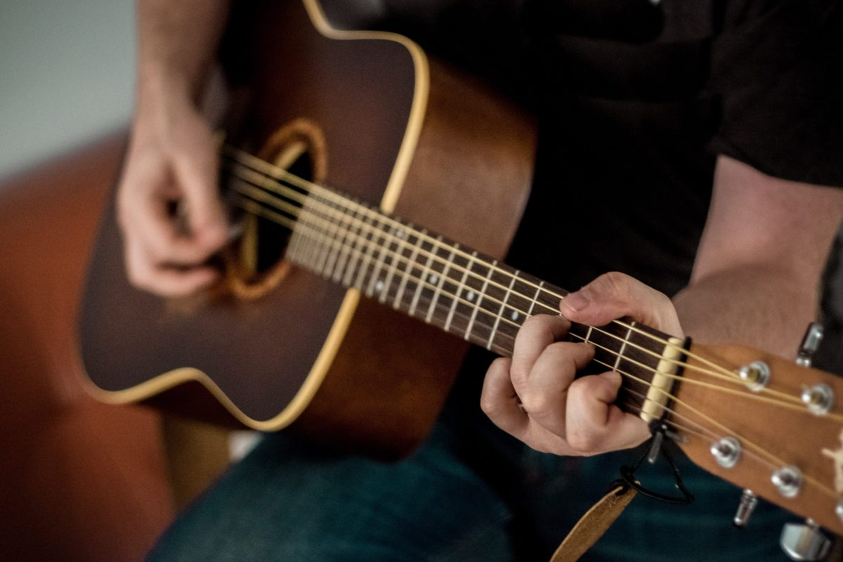 Should I Learn on Acoustic or Electric Guitar First?