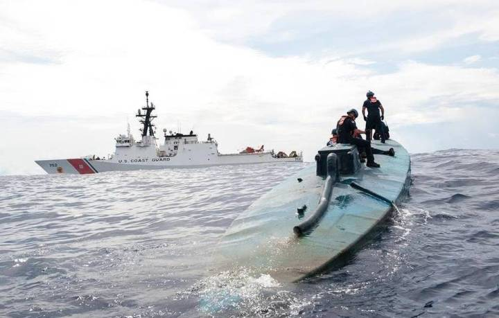 Semi-submersible trafficking vessel