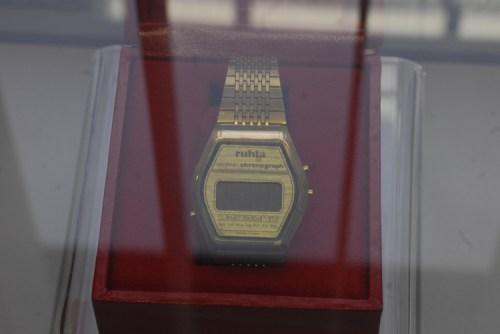 """Die  """"goldenen"""" Uhren aus Honkong und Singapur kamen  Mitte 81 auf den  ambulanten Markt und  senkten die Nachfrage nach silberfarbenen auf NULL,"""