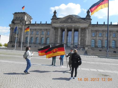 Wofür haben zigtausende in DDR Zuchthäusern gefoltert, gequält und getötet !?? DAFÜR !???
