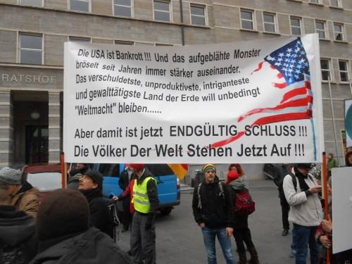 Die Menschen in Deutschland haben die Amerikanische Herrschaft und Anwesendheit in Europa satt! Ami Go Home !