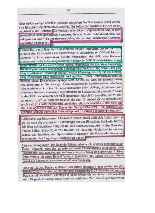 Die wenigen ehemaligen Bürgerrechtler bzw. in Bürgerkomitees aktiv gewesenen Personen, die noch in der Behörde arbeiten, bemängeln vor allem die Arbeitsatmosphäre, doe von ehemaligen Staatsbediensteten geprägt sei. Tatsächlich beschäftogt die BStU mehrereb Hundert ( 3.200) Personen, die vor dem Untergang des SED-Staates als Systemträger in verschiedenen DDR-Ministerien, darunter Innenministerium, bei der Volkspolizei, der NVA, dem Generalstaatsanwalt oder herausragenden Funktion in DDR - Staatsbetrieben arbeiteten.