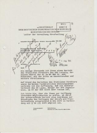 """Generalmajor Lustik vertritt als Leiter des Strafvollzuges der DDR dem Oberstleutnant Feig seine Auffassung klar, """"daß ein weiterer Verbleib des SG Lauks, Bürger der SFR Jugoslawiens, im SV der DDR nicht mehr ratsam ist."""" - NANU, warum den nicht !?? Die Hälfte der Strafe ist 21.12.1985 und ich hatte Endstrafeantrag eingerecht TE 19.5.1989!?"""