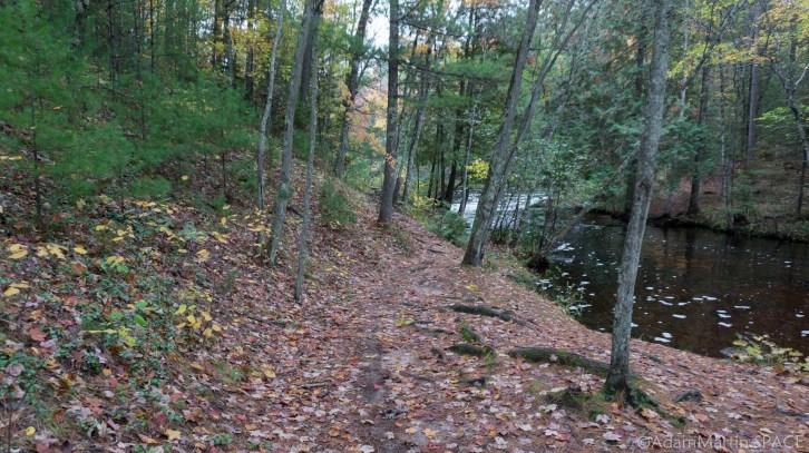 Veterans Memorial Park - Trail to Lower Falls