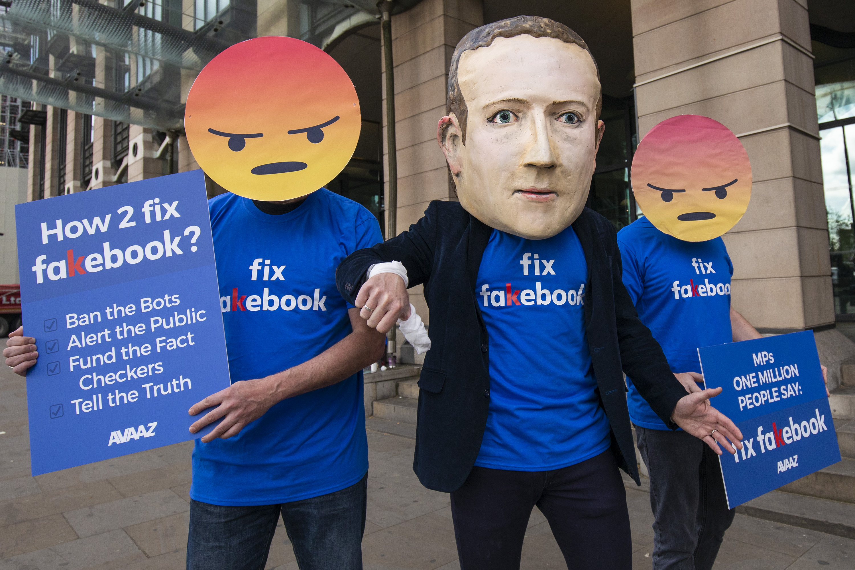 2018-04-26 – Avaaz – London Fix Fakebook demonstration 1