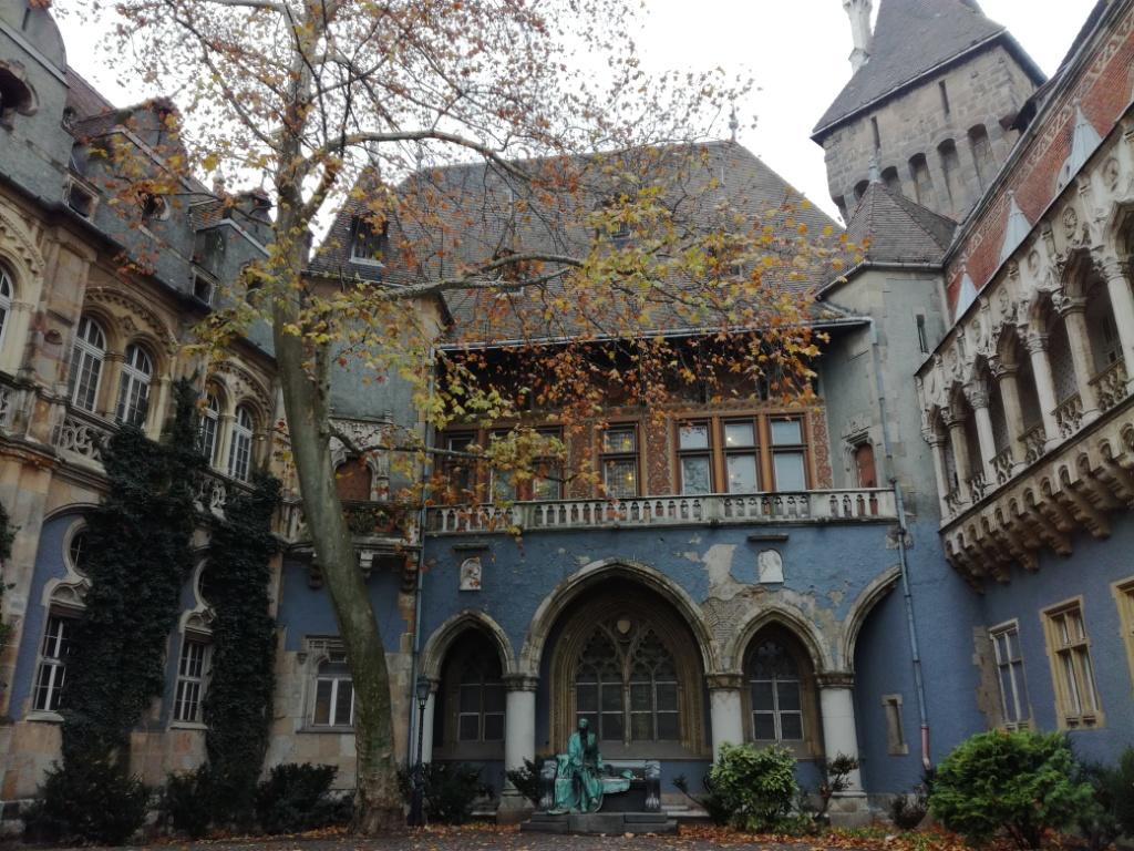 hrad vajdahunyad budapest madarsko