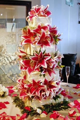stargazer-lily-square-wedding-cake3