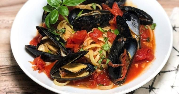 Mussels & Tomato Fettichini