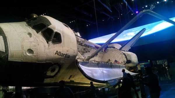 space shuttle atlantis kennedy space center
