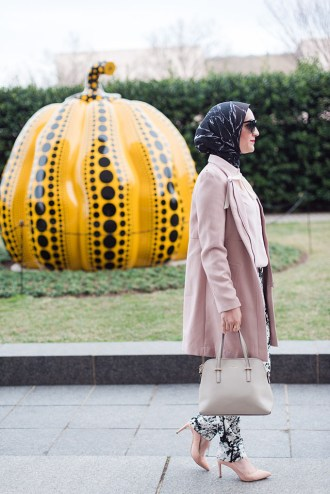 YAYOI KUSAMA INFINITY MIRRORS-HIRSHHORN MUSEUM-Fashion Blog-DC Fashion-Museum Outfit-Banana Republic-Haute Hijab Scarf-Pink Coat-Modest Fashion-Hijabi