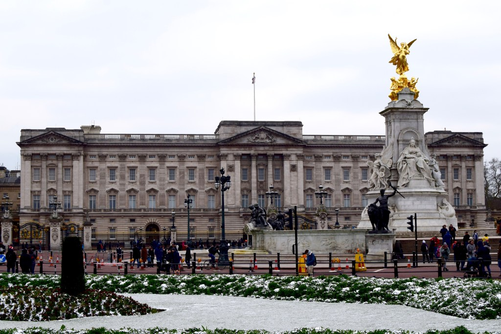 Buckingham Palace-Travel-Blog-London-Blogger-Lalz-Travel Guide to London
