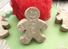 Gingerbread Bath Bombs that Smell Just Like Gingerbread