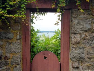 Peering through the archway into the ocean