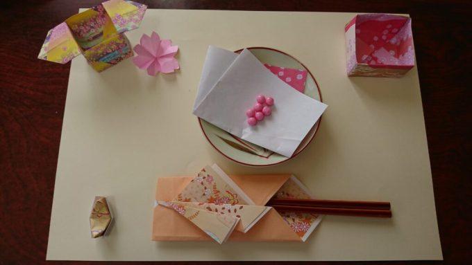 折り紙と画用紙を使ったテーブルコーディネート・黄色