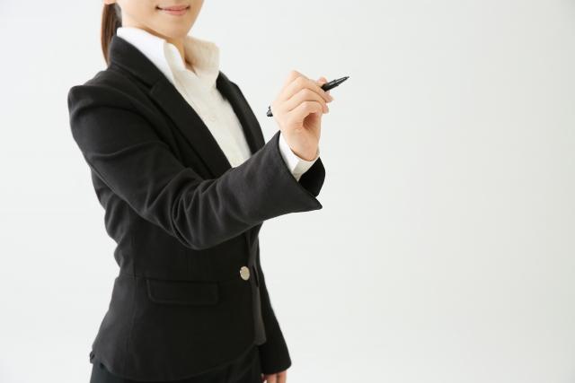 入学式や入園式にママがリクルートスーツならコーデどうする?バッグやコサージュどう合わせる?