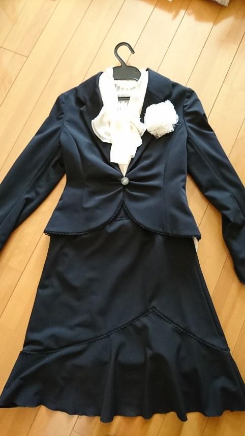 卒園式と入学式の黒のスーツのママの着こなし方