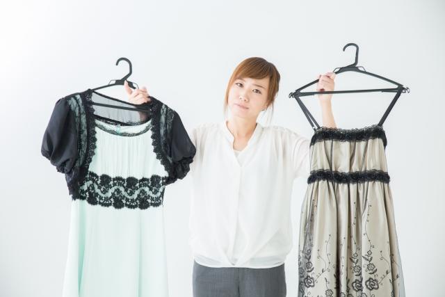 セミフォーマルの服装で女性なら?ワンピースなら準礼装?スーツなら?