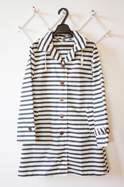 雨の日デート服で上着はどうする?レインコートのコーデもOK?おすすめは?
