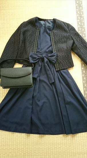 ネイビースーツに合う靴やバッグの色2 黒